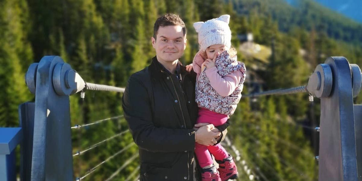 canadian blogger james smith holding daughter