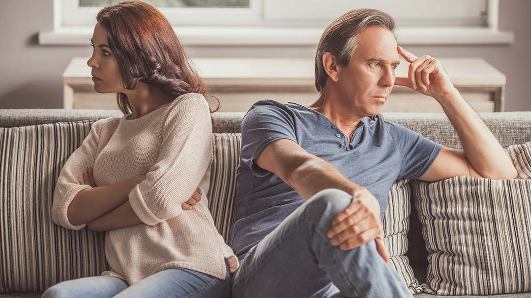 Feeling Lonely in Your Relationship? Here's How to Feel the Love Again