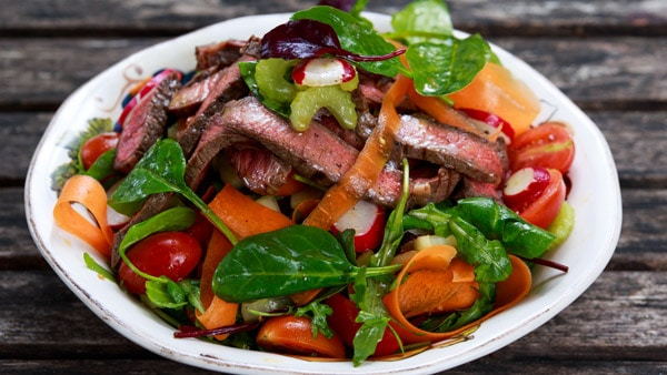Spinach and steak salad